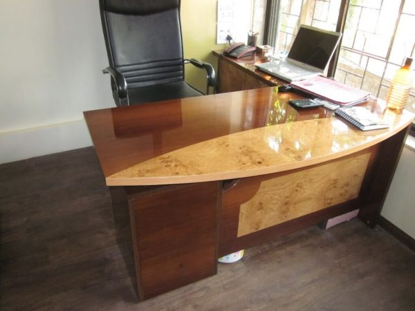 Executive Table : ET - 551