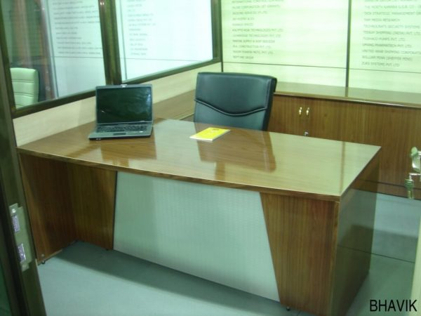 Executive Table : ET - 552