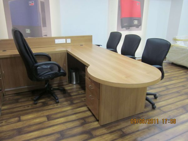 Executive Table : ET - 556